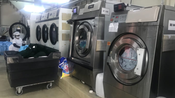 máy giặt công nghiệp nên mua loại nào