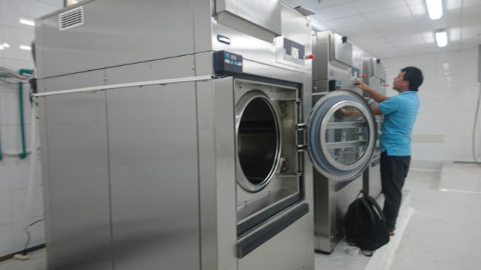 Máy giặt công nghiệp nên mua loại nào 1
