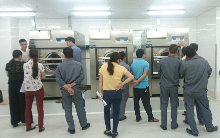 Máy giặt công nghiệp cửa ngang